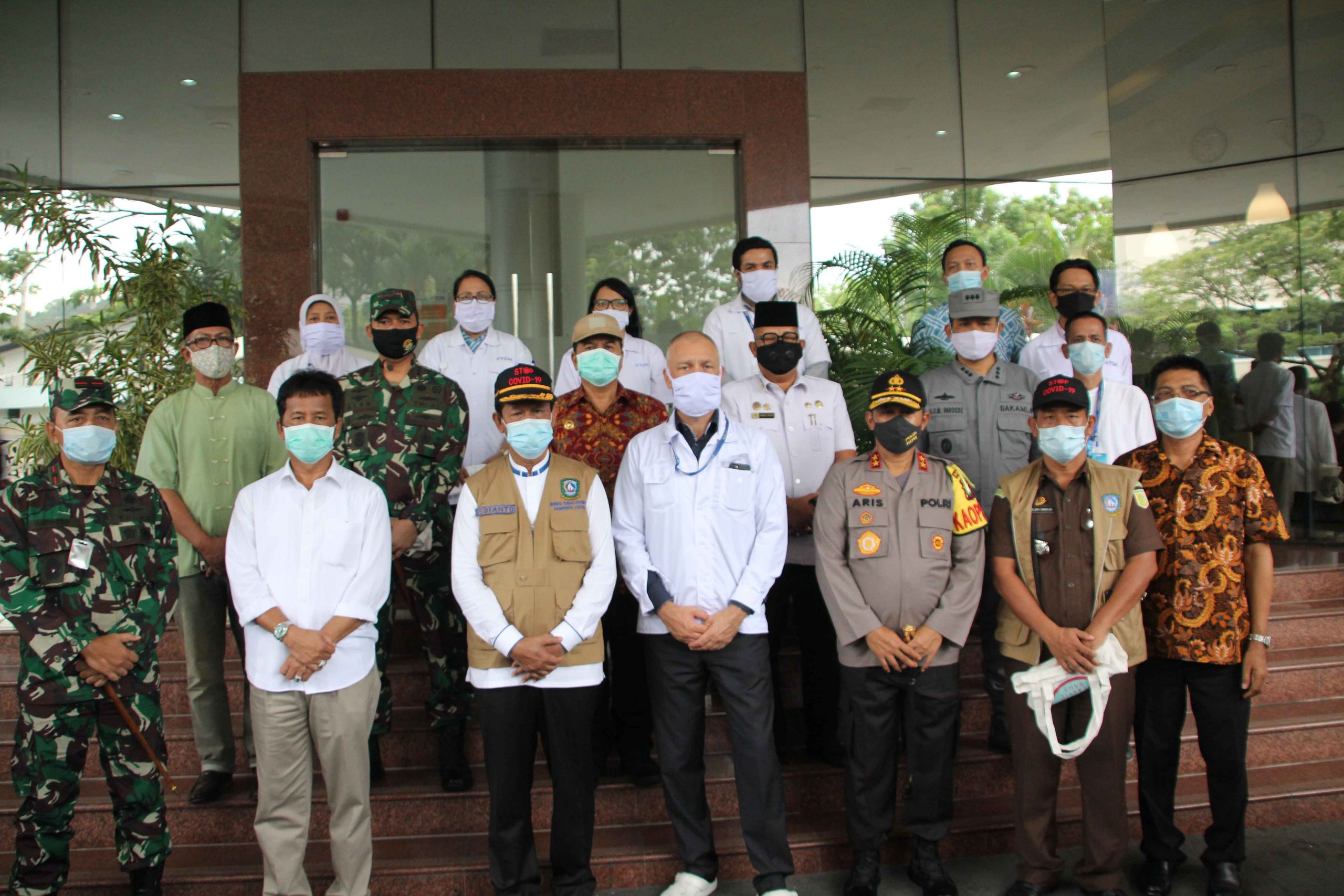 THE GOVERNOR OF RIAU ISLANDS REVIEWED THE NEW NORMAL HEALTH PROTOCOL